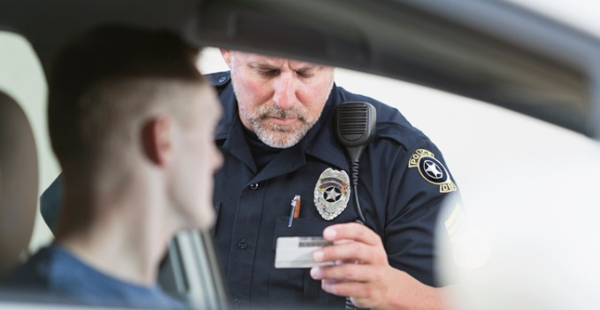 police-officer-making-a-traffic-stop.jpg